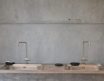 Some point of differences between the expensive and cheap stainless steel kitchen sink